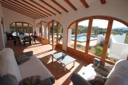 Терраса. Испания, Теулада : Изысканная вилла в традиционном испанском стиле с 5 спальнями, 3 ванными комнатами, частным бассейном, стоянкой на 4 авто