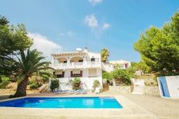 Вид на виллу/дом снаружи. Испания, Бенисса : Красивая вилла для отдыха в Бениссе, частный бассейн, 2 спальни, ванная комната, теннисные корты в 10 мин. ходьбы