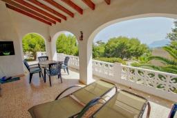 Терраса. Испания, Бенисса : Красивая вилла для отдыха в Бениссе, частный бассейн, 2 спальни, ванная комната, теннисные корты в 10 мин. ходьбы