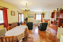 Обеденная зона. Испания, Бенисса : Красивая вилла для отдыха в Бениссе, частный бассейн, 2 спальни, ванная комната, теннисные корты в 10 мин. ходьбы