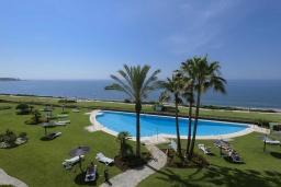 Территория. Испания, Эстепона : Фантастические апартаменты с 3 спальнями расположены на южной стороне с панорамным видом на море. Включают общий бассейн и зеленые зоны.