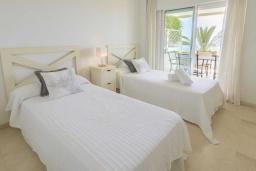 Спальня 3. Испания, Эстепона : Фантастические апартаменты с 3 спальнями расположены на южной стороне с панорамным видом на море. Включают общий бассейн и зеленые зоны.