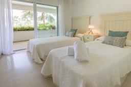 Спальня 2. Испания, Эстепона : Фантастические апартаменты с 3 спальнями расположены на южной стороне с панорамным видом на море. Включают общий бассейн и зеленые зоны.