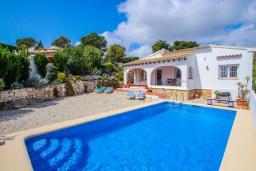 Бассейн. Испания, Мораира : Прекрасная вилла для комфортного отдыха в тихом спокойном месте, в 5 минутах от центра Морайры