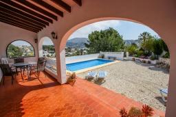 Терраса. Испания, Мораира : Прекрасная вилла для комфортного отдыха в тихом спокойном месте, в 5 минутах от центра Морайры