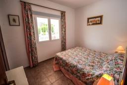 Спальня. Испания, Мораира : Прекрасная вилла для комфортного отдыха в тихом спокойном месте, в 5 минутах от центра Морайры