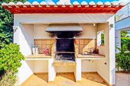 Летняя кухня. Испания, Мораира : Современная стильная вилла с просторными комнатами недалеко от курорта Морайра, 4 спальни, 3 ванные комнаты, кондиционеры, частный бассейн