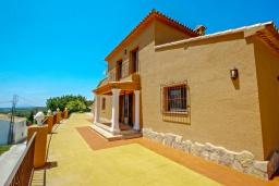 Вид на виллу/дом снаружи. Испания, Бенитачель : Современный небольшой уютный дом для отдыха, 2 спальни, 2 ванные комнаты, частный бассейн