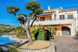 Вид на виллу/дом снаружи. Испания, Бенитачель : Замечательная вилла с красивым садом во дворе, панорамным видом, частный бассейн, 4 спальни, 4 ванные комнаты, WIFI