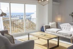 Гостиная / Столовая. Испания, Пуэрто Банус : Изумительные апартаменты с 3 спальнями, расположены в Пуэрто Банус, в 200 метрах от пляжа.