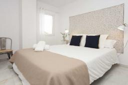 Спальня. Испания, Пуэрто Банус : Изумительные апартаменты с 3 спальнями, расположены в Пуэрто Банус, в 200 метрах от пляжа.