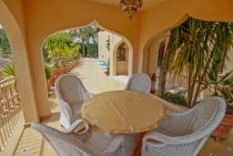 Терраса. Испания, Мораира : Привлекательная вилла в арабском стиле расположенная в тихом жилом районе на склоне холма, 2 спальни, 2 ванные комнаты, частный бассейн, WIFI