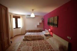 Спальня 2. Испания, Мораира : Удобная просторная вилла расположенная в тихом жилом районе Моравит, 5 спален, 3 ванные комнаты, кондиционеры, частный бассейн