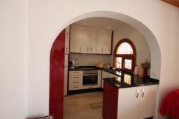 Кухня. Испания, Бенисса : Изысканный дом для отдыха в спокойном районе центра города, 2 спальни, ванная комната, частный бассейн, парковка на 2 авто