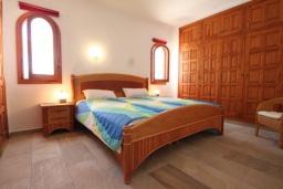 Спальня 2. Испания, Бенисса : Изысканный дом для отдыха в спокойном районе центра города, 2 спальни, ванная комната, частный бассейн, парковка на 2 авто