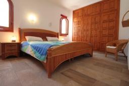 Спальня. Испания, Бенисса : Изысканный дом для отдыха в спокойном районе центра города, 2 спальни, ванная комната, частный бассейн, парковка на 2 авто