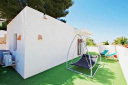 Терраса. Испания, Мораира : Современная вилла,  вкусом оформленный интерьер как внутри, так и снаружи, 3 спальни, 2 ванные комнаты, частый бассейн, гараж, WIFI, кондиционер