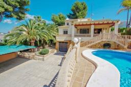 Зона отдыха у бассейна. Испания, Мораира : Современная, хорошо меблированная вилла в нескольких минутах ходьбы пляжей, 4 спальни, 2 ванные комнаты, частный бассейн,WI-FI, парковка
