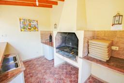 Летняя кухня. Испания, Мораира : Современная, хорошо меблированная вилла в нескольких минутах ходьбы пляжей, 4 спальни, 2 ванные комнаты, частный бассейн,WI-FI, парковка