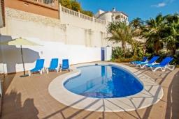 Бассейн. Испания, Кальпе : Двухэтажная вилла с 3 спальнями, 3 ванными комнатами и частным бассейном, в нескольких минутах ходьбы от прекрасно уединенного пляжа Пуэрто-Бланко.