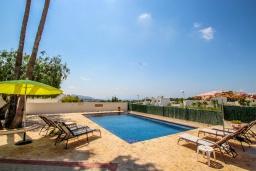 Зона отдыха у бассейна. Испания, Мораира : Одноэтажная вилла с панорамным видом и частным бассейном, 3 спальни,ванная комната, стоянка на 3 машины,WIFI, кондеционер