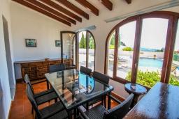 Веранда. Испания, Мораира : Одноэтажная вилла с панорамным видом и частным бассейном, 3 спальни,ванная комната, стоянка на 3 машины,WIFI, кондеционер