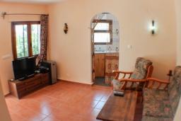 Гостиная / Столовая. Испания, Бенисса : Красивая вилла в традиционном испанском стиле, 2 спальни, 2 ванные комнаты, частный бассейн, парковка
