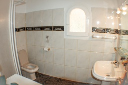 Ванная комната. Испания, Бенисса : Красивая вилла в традиционном испанском стиле, 2 спальни, 2 ванные комнаты, частный бассейн, парковка
