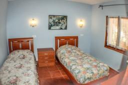 Спальня. Испания, Бенисса : Красивая вилла в традиционном испанском стиле, 2 спальни, 2 ванные комнаты, частный бассейн, парковка