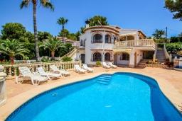 Бассейн. Испания, Мораира : Шикарная двухэтажная вилла с видом на море и частным бассейном, 4 спальни, 3 ванные комнаты, WIFI, кондиционеры