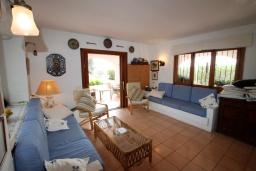 Гостиная / Столовая. Испания, Мораира : Вилла в средиземноморском стиле с видом на море с частным бассейном и парковкой на 3 авто, 3 спальни, 2 ванные комнаты, WIFI