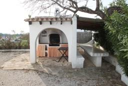 Летняя кухня. Испания, Мораира : Вилла в средиземноморском стиле с видом на море с частным бассейном и парковкой на 3 авто, 3 спальни, 2 ванные комнаты, WIFI