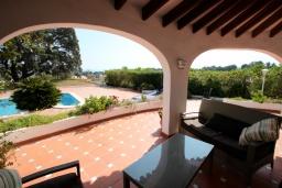 Терраса. Испания, Мораира : Вилла в средиземноморском стиле с видом на море с частным бассейном и парковкой на 3 авто, 3 спальни, 2 ванные комнаты, WIFI