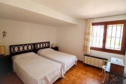 Спальня. Испания, Мораира : Дом для отдыха в нескольких минутах езды от центра горда Морайра, 5 спален, 3 ванные комнаты, 2 отдельных входа, частный бассейн