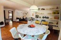 Обеденная зона. Испания, Мораира : Дом для отдыха в нескольких минутах езды от центра горда Морайра, 5 спален, 3 ванные комнаты, 2 отдельных входа, частный бассейн