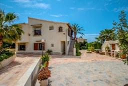 Вид на виллу/дом снаружи. Испания, Мораира : Дом для отдыха в нескольких минутах езды от центра горда Морайра, 5 спален, 3 ванные комнаты, 2 отдельных входа, частный бассейн