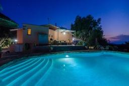 Вид на виллу/дом снаружи. Испания, Кан-Пикафорт : Каменная усадьба с частным бассейном в сельской местности
