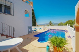 Зона отдыха у бассейна. Испания, Бенитачель : Двухэтажная вилла с частным бассейном расположенная между Морайрой и Хавеей, 3 спальни, 3 ванные комнаты, WIFI