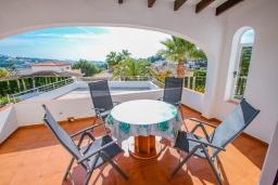 Терраса. Испания, Мораира : Красивая вилла расположенная в тихом жилом районе на склоне холма, 2 спальни, 2 ванные комнаты, частный бассейн,WIFI