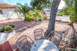 Обеденная зона. Испания, Мораира : Красивая вилла расположенная в тихом жилом районе на склоне холма, 2 спальни, 2 ванные комнаты, частный бассейн,WIFI