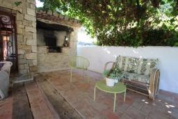 Патио. Испания, Бенисса : Коттедж для отдыха в средиземноморском стиле с красивым садом из оливковых деревьев и частным бассейном, 2 спальни, ванная комната, камин