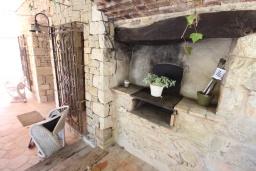 Летняя кухня. Испания, Бенисса : Коттедж для отдыха в средиземноморском стиле с красивым садом из оливковых деревьев и частным бассейном, 2 спальни, ванная комната, камин