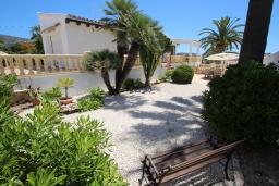 Патио. Испания, Мораира : Стильная вилла расположенная в тихом жилом районе на живописном склоне холма, частный бассейн, 2 спальни, 2 ванные комнаты, кондиционеры