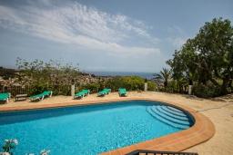 Бассейн. Испания, Теулада : Усадьба расположенная на вершине холма с панорамным видом на море и частным бассейном, 5 спален, 3 ванные комнаты, кондиционер, WIFI