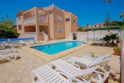 Вид на виллу/дом снаружи. Испания, Кальпе : Хорошая удобная вилла с отличным расположением, 4 спальни, 2 ванные комнаты, частный бассейн, WIFI