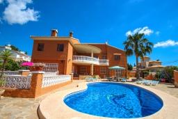 Бассейн. Испания, Кальпе : Просторная вилла расположена в тихом жилом районе с частным бассейном и видом на море и Кальпе, 3 спальни, 2 ванные комнаты, WIFI