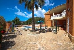 Патио. Испания, Кальпе : Просторная вилла расположена в тихом жилом районе с частным бассейном и видом на море и Кальпе, 3 спальни, 2 ванные комнаты, WIFI