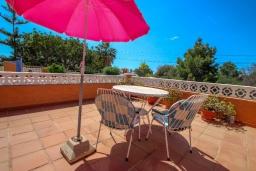 Терраса. Испания, Кальпе : Просторная вилла расположена в тихом жилом районе с частным бассейном и видом на море и Кальпе, 3 спальни, 2 ванные комнаты, WIFI
