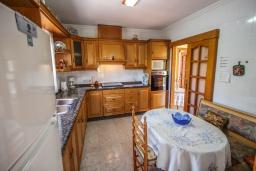 Кухня. Испания, Кальпе : Просторная вилла расположена в тихом жилом районе с частным бассейном и видом на море и Кальпе, 3 спальни, 2 ванные комнаты, WIFI