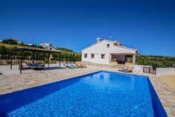 Бассейн. Испания, Теулада : Впечатляющая усадьба с прекрасным видом на сельскую местность и частным бассейном, 4 спальни, 3 ванные комнаты, барбекю